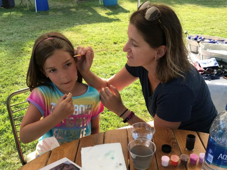 Volunteer facepainting